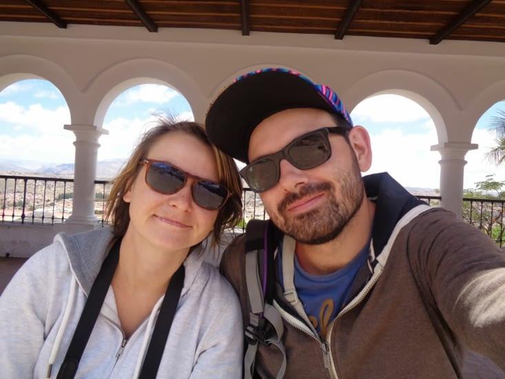 Selfie sous les arcades du mirador de Cusco