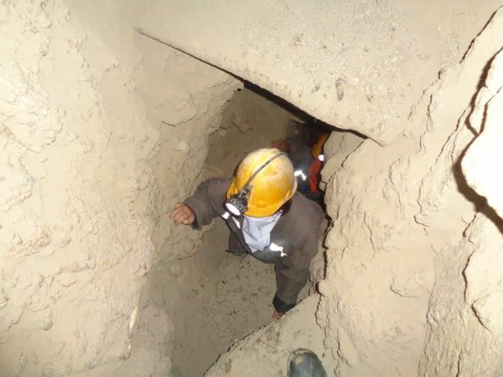 Montée de niveau très étroite dans la mine de Potosi