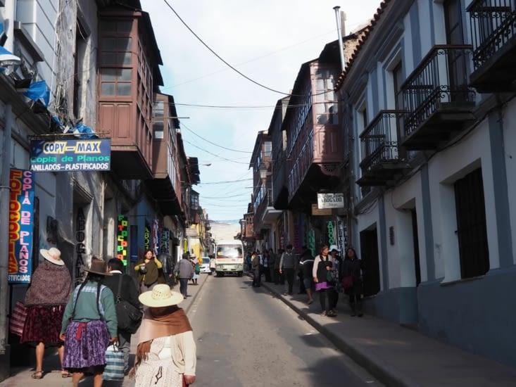 Promenade dans les rues coloniales de Potosi