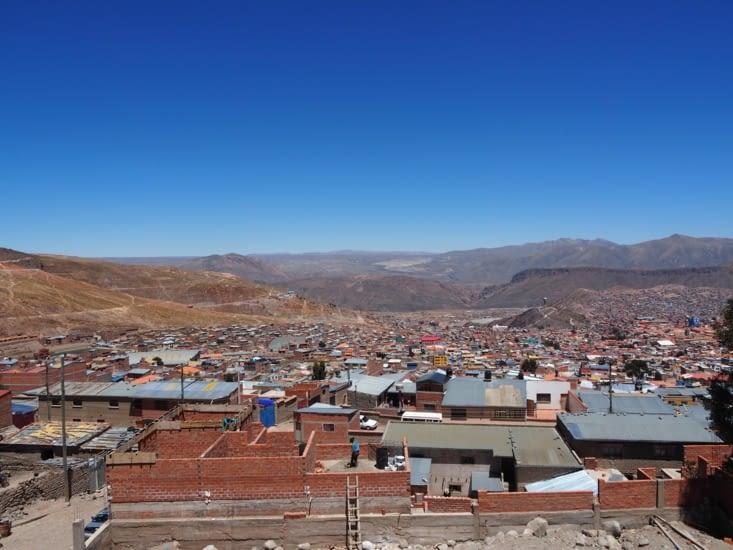 Vue sur Potosi depuis la route pour les mines