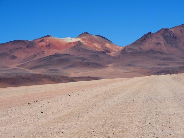 Les montagnes autour du désert de Dali