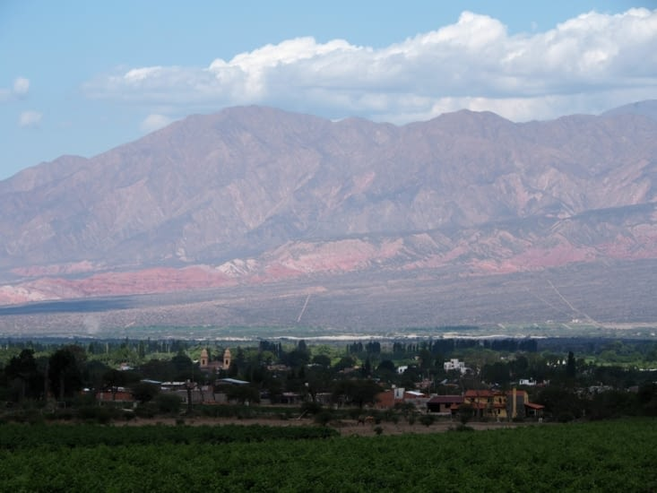 Le village de Cafayate entouré de vignes