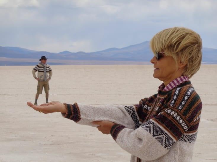 Jeux de perspective dans le désert de sel