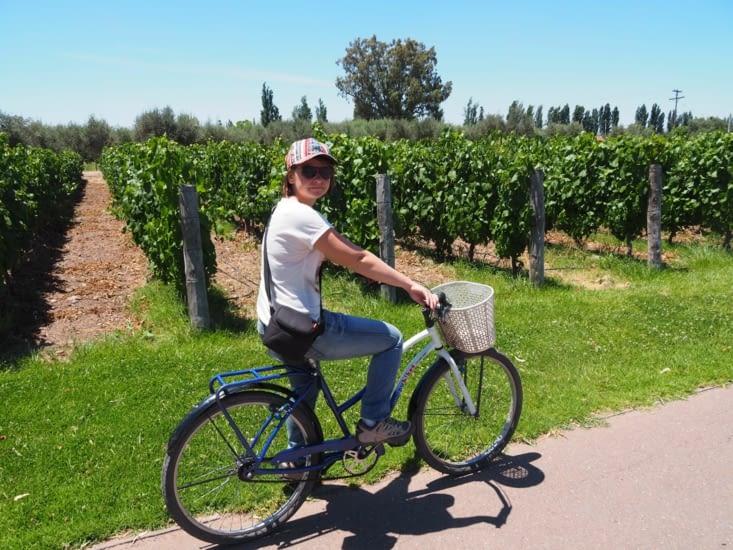Yoyo et son vélo sur la route des vins de Mendoza