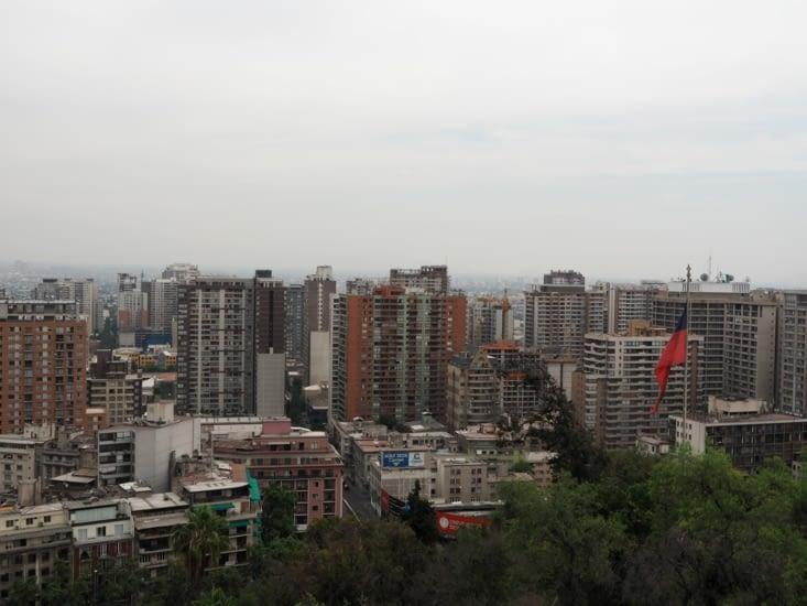 La vue très bétonnée de Santiago depuis le cerro Santa Lucia