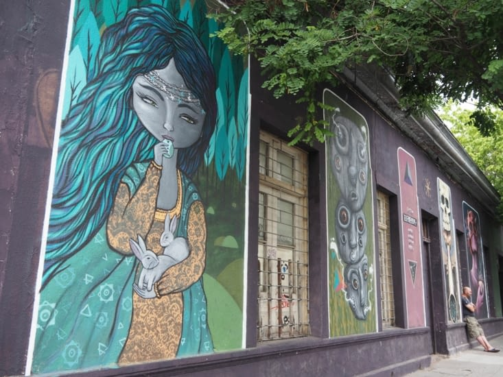 Les façades colorées des rues de Santiago