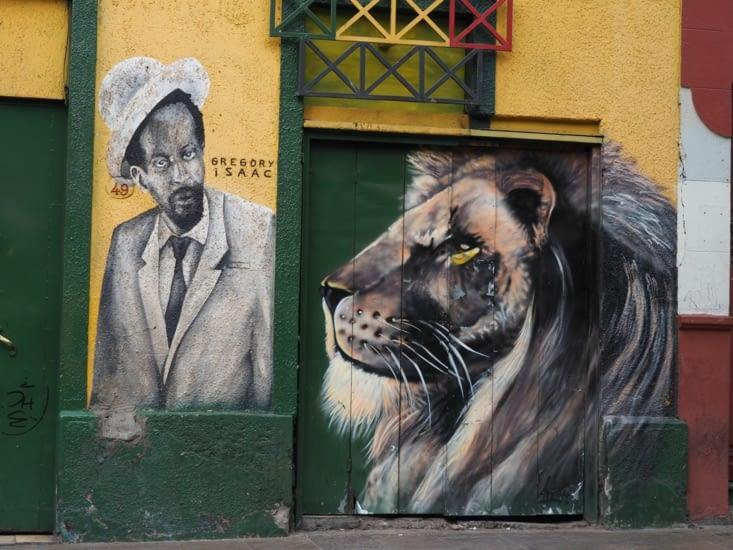 Peintures murales dans les rues de Santiago