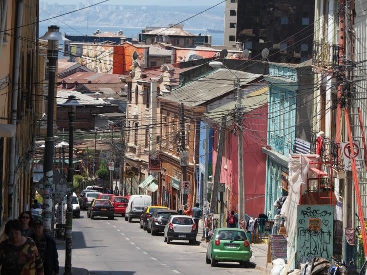Couleurs et noeuds de câbles des rues de Valparaiso