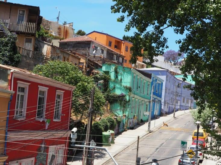 Façades colorées des rues de Valparaiso