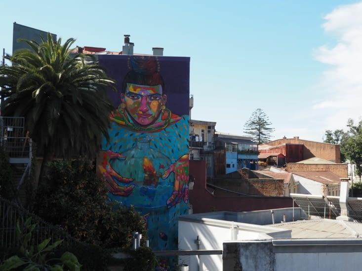 Graffiti géant sur une façade de Valparaiso