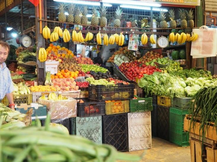Les étals de fruits du marché de Valparaiso