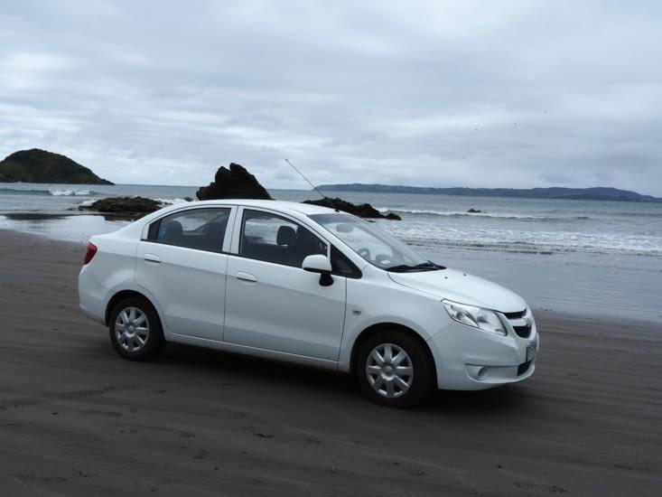 Notre voiture sur la plage de la pinguinera d'Ancud