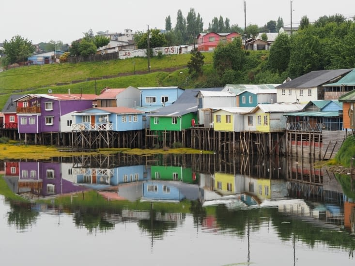 Un lot de maisons sur pilotis sur l'île de Chiloé
