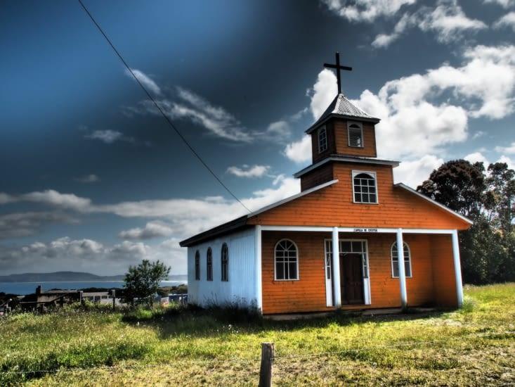 Une église colorée en bois de l'ile de Chiloé
