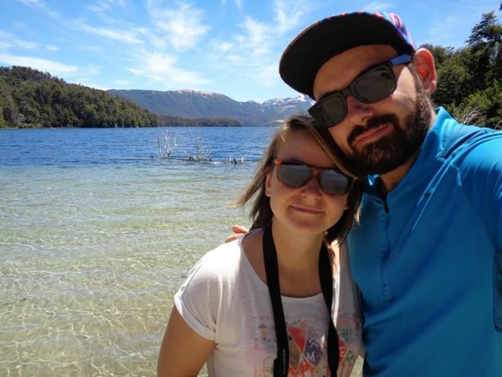 Selfie sur les rives d'un lac