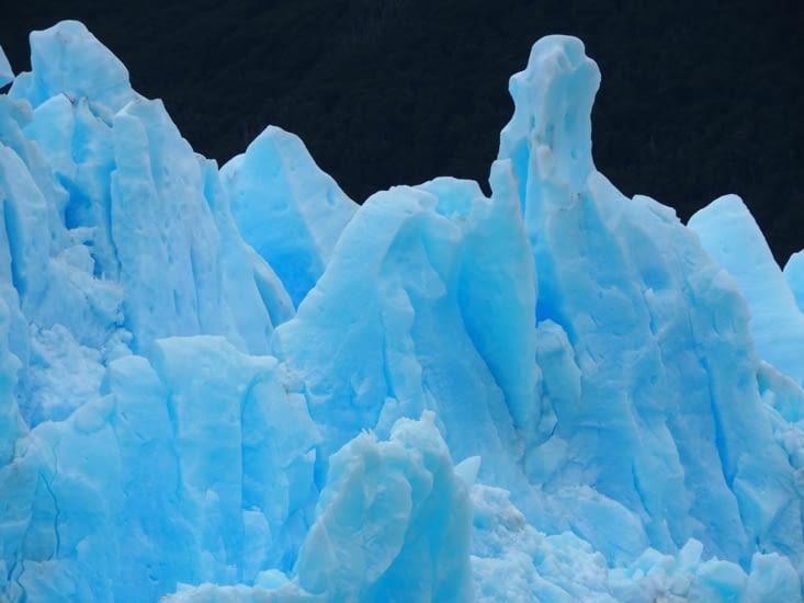 La glace bleue du Perito Moreno