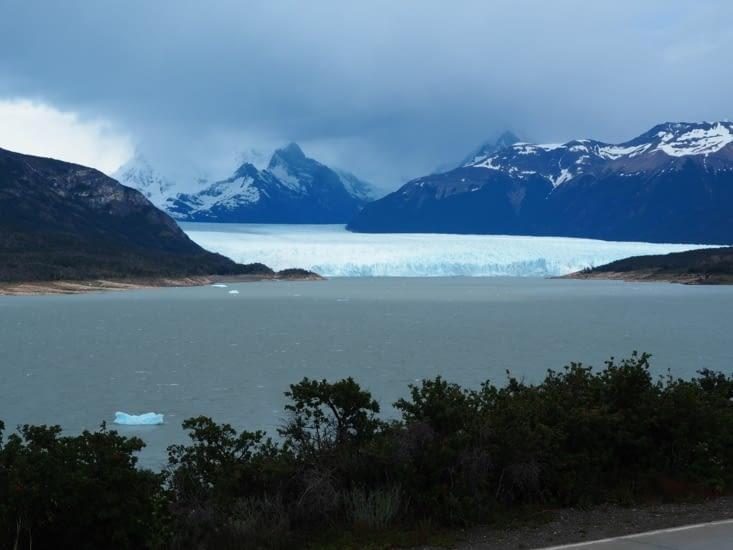 Le glacier Perito Moreno vu depuis la route