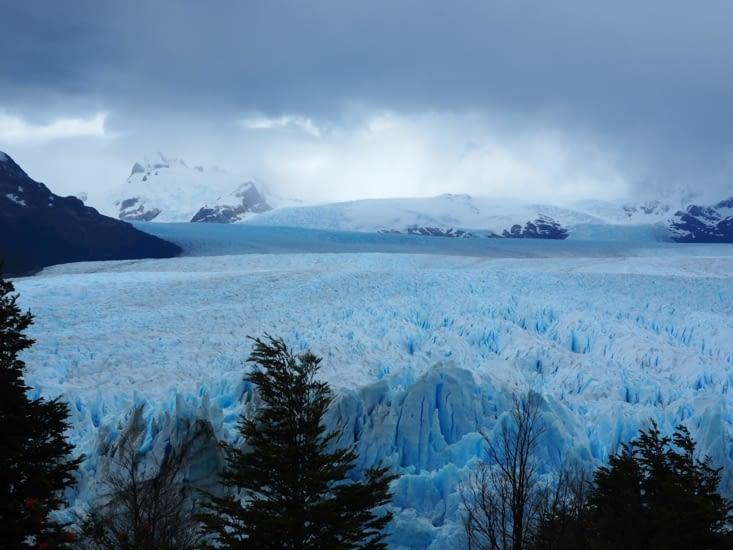 Le péninsule de Magellan surplombe le glacier