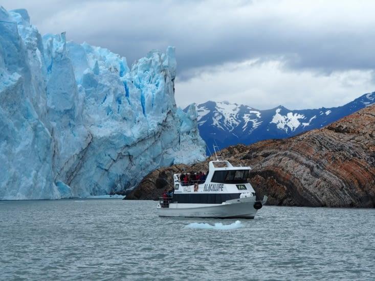 Les bateaux s'approche du glacier