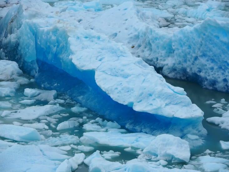 Les icebergs à proximité du glacier