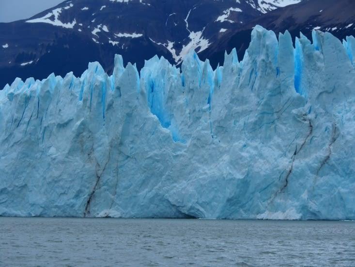 Vu d'en bas, les murs de glace sont impressionnants