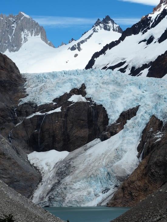 Vue sur un glacier en cours de randonnée dans le parc