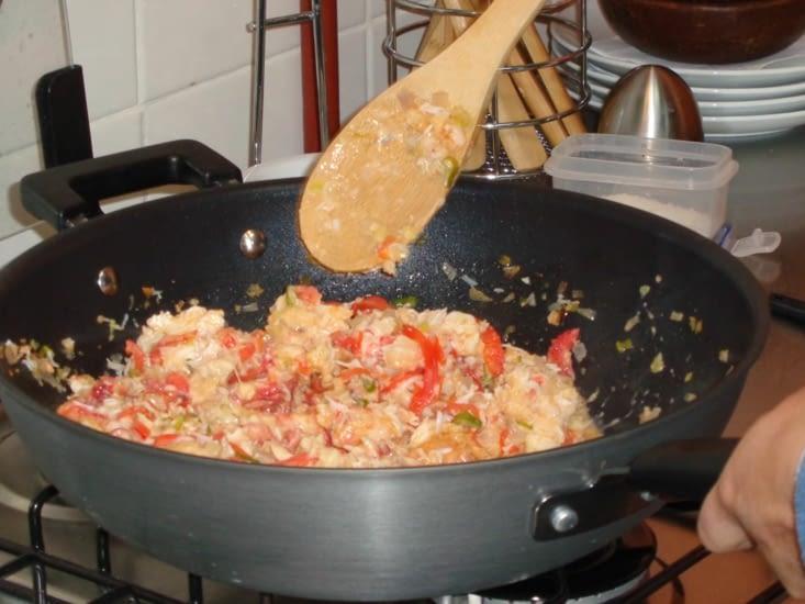 La préparation du Chupe de Centolla