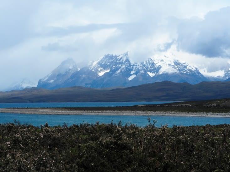 Première vue sur les Torres del Paine, voilé