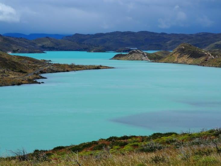 Un lac bleu azur du Parc National Torres del Paine