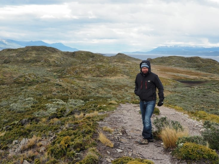 Ronron explore l'île battue par les vents