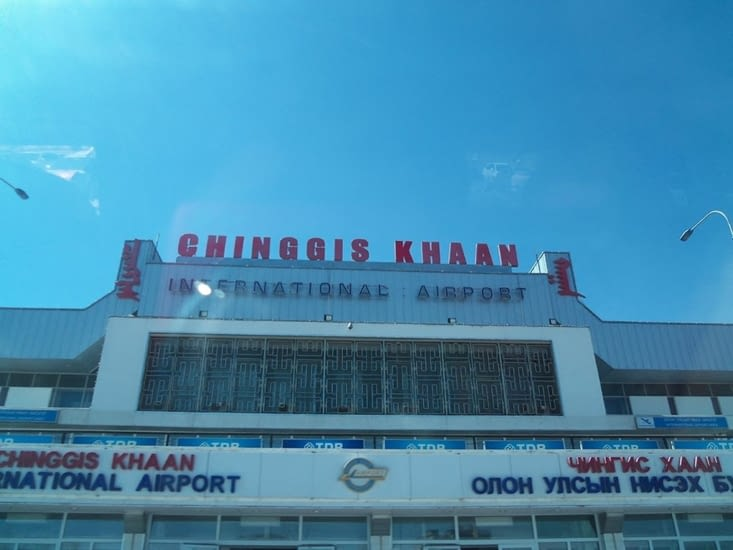 Façade de l'aéroport d'Oulan Bator