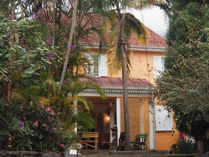Une jolie maison colorée à Hell Bourg