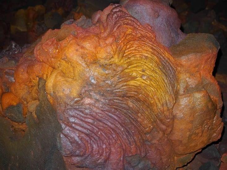 Lave multicolore  dans le tunnel