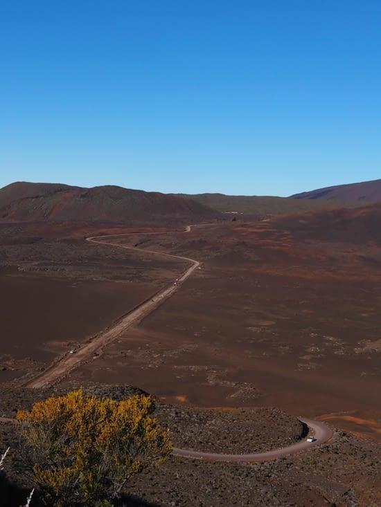 Route qui traverse la plaine des sables