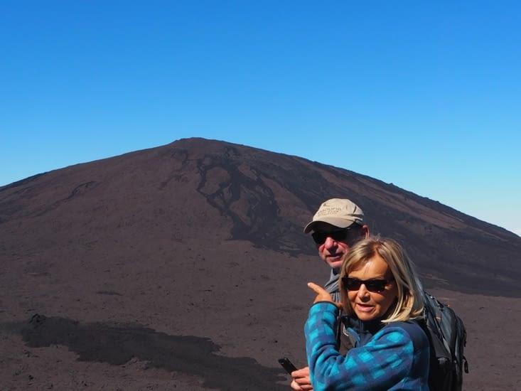 Sylvie et Patrick devant le Piton de la Fournaise