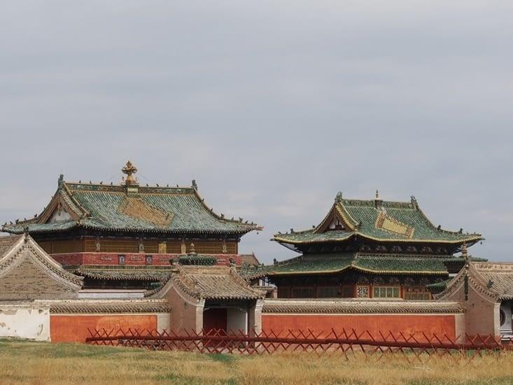 A L'intérieur de l'enceinte du monastère de Erdene Zuu, il ne manque que le ciel bleu !