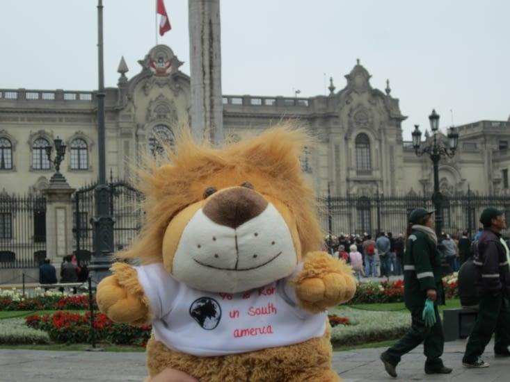 Aldebert devant le Palacio de Gobierno