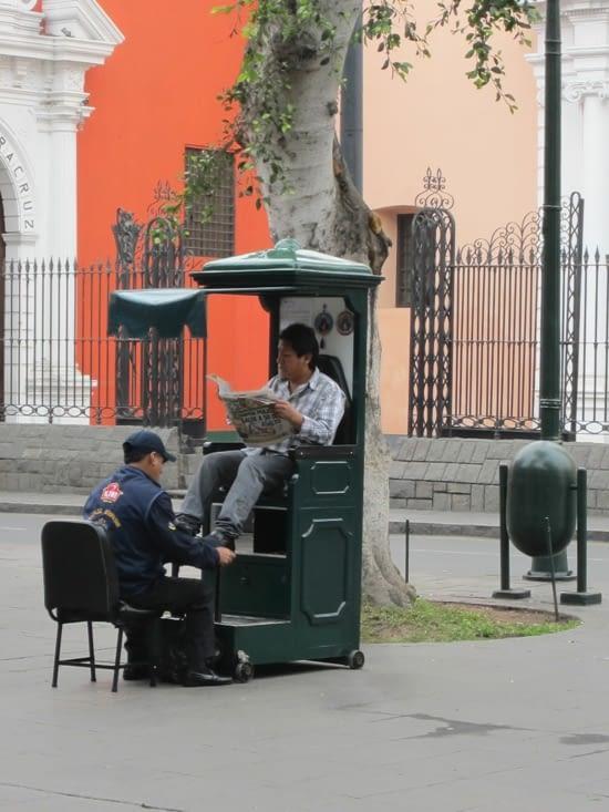 Cireurs de souliers en plein centre de Lima