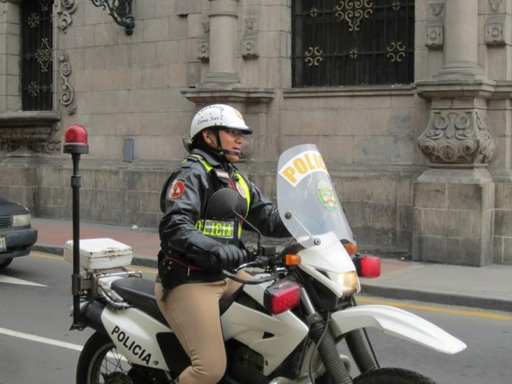 la police est omniprésente dans le centre historique