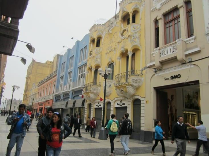 Les rues colorées du centre de Lima