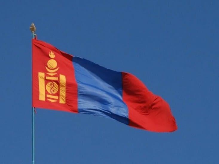 Drapeau mongol où sont présents les poteaux centraux d'une yourte.