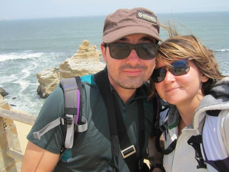 Selfie devant les falaises de la réserve naturelle de Paracas