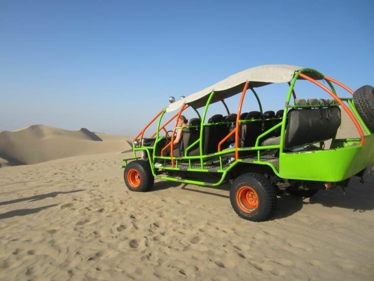 Les buggys utilisés pour jouer dans les dunes de sables de Huacachina