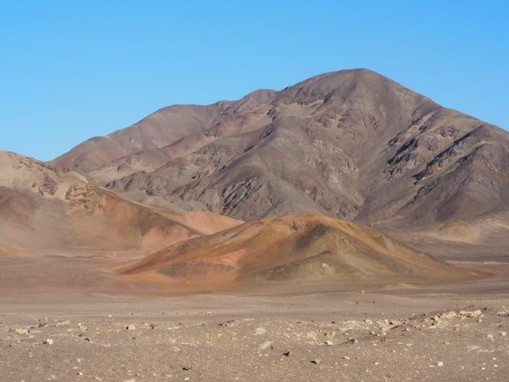 Autour du cimetière de Chauchilla : des montagnes arides