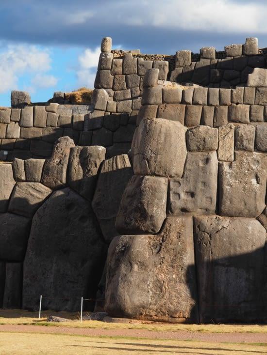 Les blocs colossaux taillés à la perfection de Sacsayhuaman