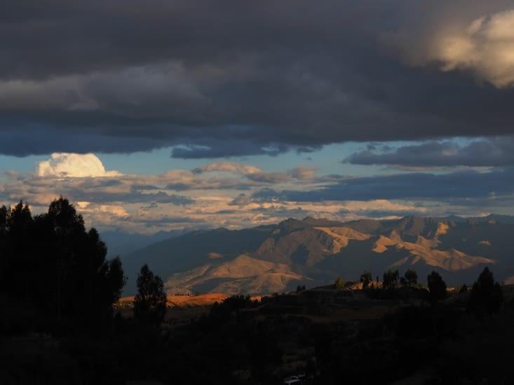 Lueur du soir sur la vallée de Cusco