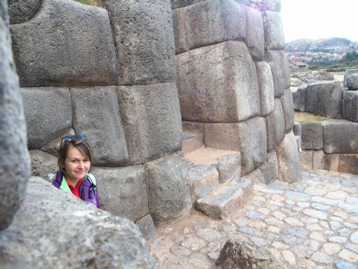 Yohanna, perdue dans les ruines de Sacsayhuamàn
