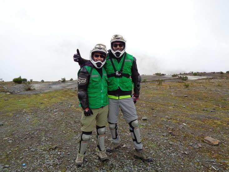 A 4300m d'altitude, nous somme prêts et bien protégés pour une longue descente à vélo