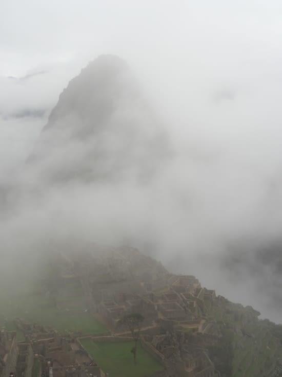 Le Machu Picchu sous la brume