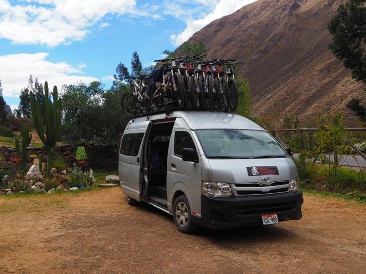 Le van et son chargement pour l'Inka Jungle Trail